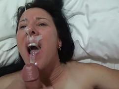 Огромное количество спермы на красивых женских личиках