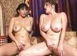Две подруги в ванной ласкают интимные места